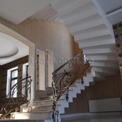 Лестница в отделке