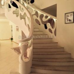 Бетонная лестница в мраморе